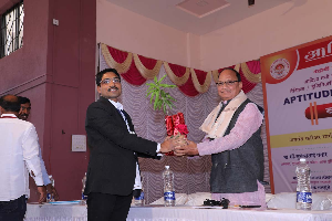Prof. Sujeet Wable welcoming Chief Guest